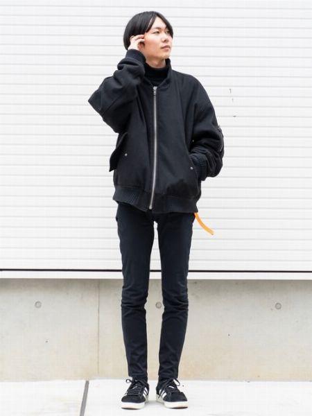 ブラックのワントーンスタイルでモダンな印象に