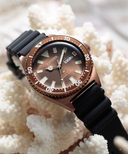 盛夏の腕時計には、水を気にせず楽しめる防水性能があるといい
