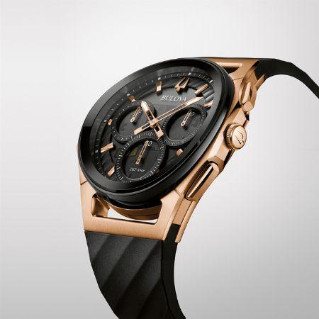 腕時計を曲げるという発想から生まれた「カーブ」