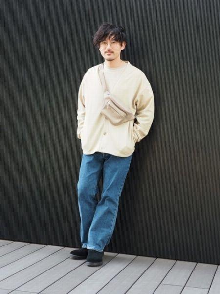 Tシャツ×カーディガン×ジーンズ