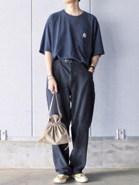 濃色×ワイドパンツの出すあか抜け感に注目