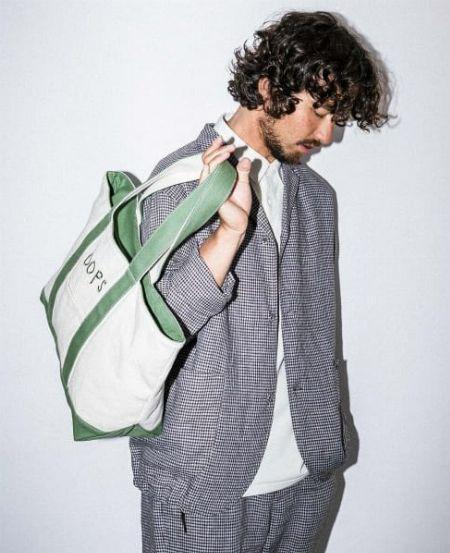 「夏でもジャケットを」。そんなシーンではリネンジャケットが重宝します
