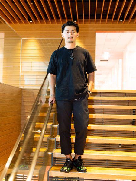 大和田さんは、ブラックのワントーンできれいめなイメージに