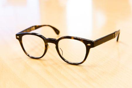 おしゃれと実用性を兼ねたメガネを携帯