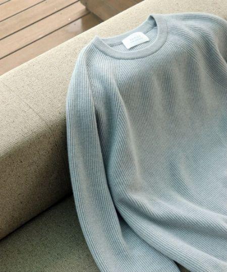 使い勝手抜群のグレーを極めるも良し、色味のあるニットに挑戦するも良し