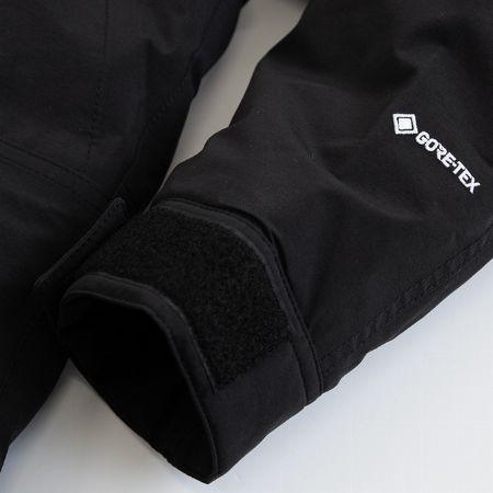 ゴアテックスの採用で防水性、防風性、透湿性を兼備