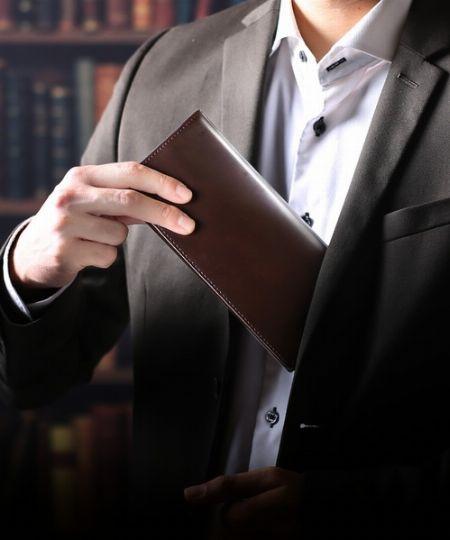 大人から支持されている革財布。その魅力とは?