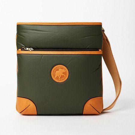 バチュー サーパス 二つ折り財布
