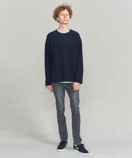 表情豊かなジーンズはシンプルに着こなすのが基本形