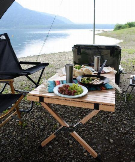 キャンプやバーベキューに欠かせないアウトドアテーブル