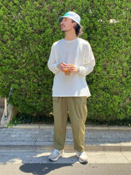 大人の着こなしにロンTという選択肢。インでもアウトでも活躍するその実力とは 2枚目の画像