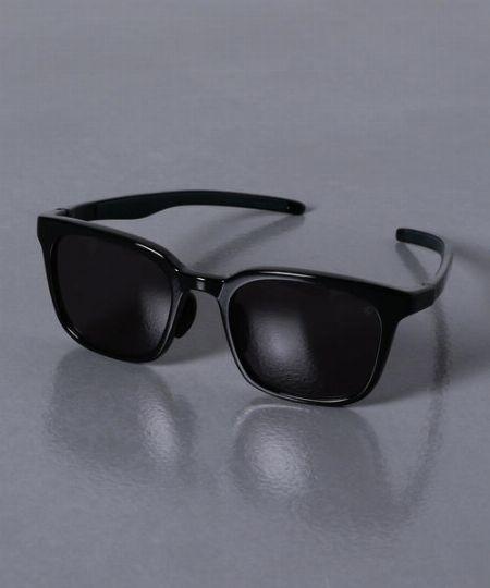 もちろん、レンズも高機能。最上級のプラスチックレンズを採用