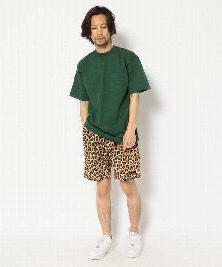 柄パンツにも負けないTシャツの重厚な素材感