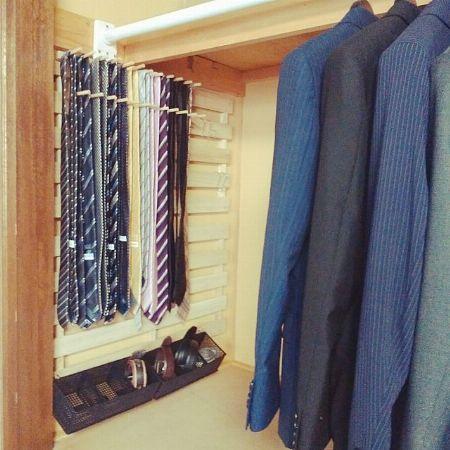 クローゼットがすっきり。掛けるすのこ収納棚