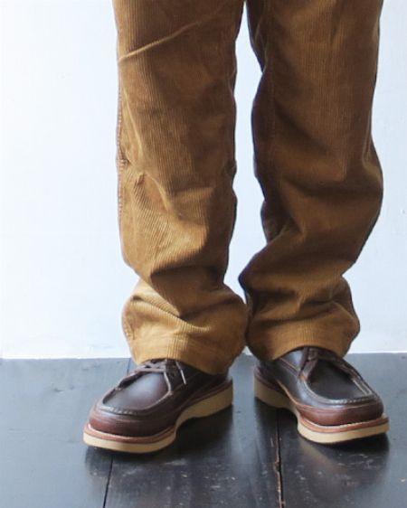 革靴だけどカジュアルに。大人のオフにフィットするモカシンシューズ