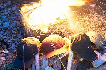 """街でもキャンプ場でも真価を発揮。燃えないけど""""モエる""""コラボキャップ 2枚目の画像"""