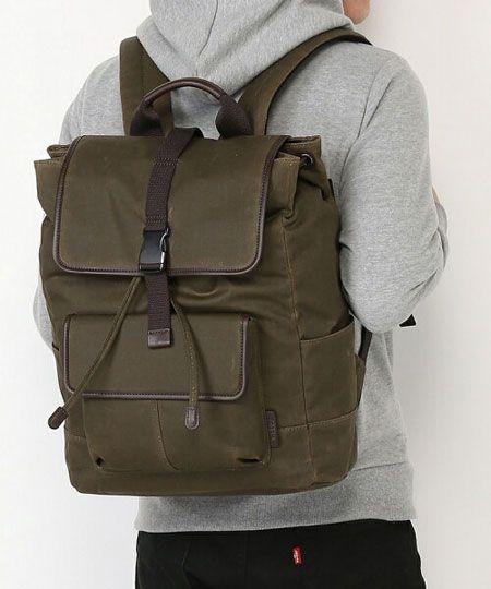 バッグやアイウェアと合わせてコーデできる、ライフスタイルブランドである