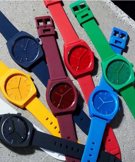 『アディダス』の腕時計は、ミニマルな機能性とバリエ豊富なデザインが武器