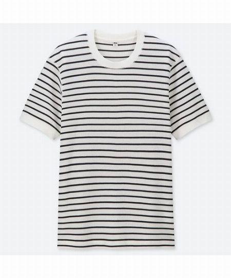 ▼法則3:「ボーダーTシャツ」に同系色パンツを合わせ、こなれ感のある着こなしに