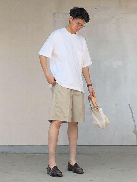 夏のワードローブを手軽に強化したいなら、『ユニクロ』のTシャツが便利!