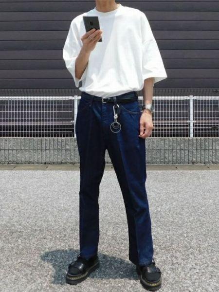 王道のジーンズスタイルをTシャツの着こなしでアップデート!