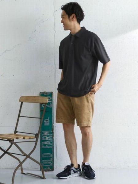 ポロシャツ×ショーツは、大人にとって真夏の定番コーデ