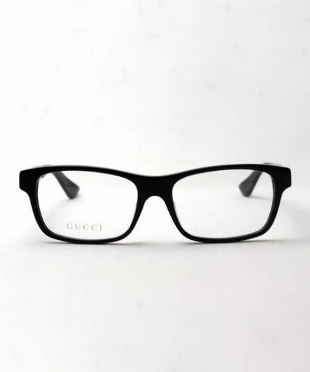 ▼メガネ×コーデ4:ワーク&アウトドアコーデのラフさをスクエア型メガネで中和