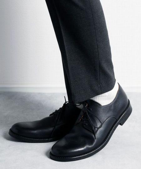 弾力性が高く、履き込むほどに足に馴染んでいく