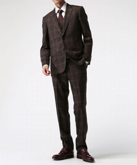 ブラウンのチェック柄スーツはウォーム感を生かすのが王道
