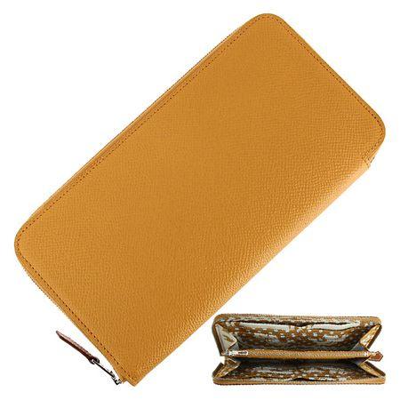 上品な見た目とは裏腹に大容量の収納力を誇る「アザップ」の長財布