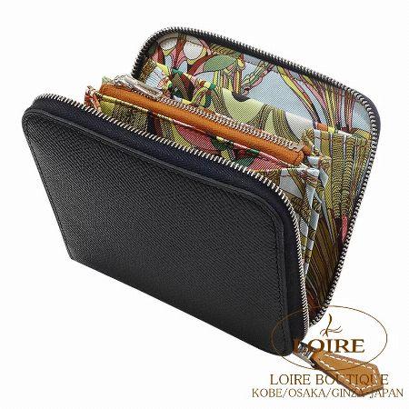 開閉時のギャップが魅力の「シルクイン」の二つ折り財布