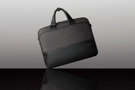 これぞ老舗ブランドの真骨頂。軽くて強くて合理的なビジネスバッグ 2枚目の画像