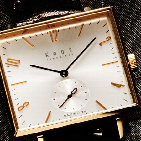 程良い主張と品の良さを併せ持つ、スクエアタイプの腕時計という選択
