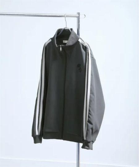 トラックジャケットが大人のスポーツ&ストリートMIXに効く 2枚目の画像