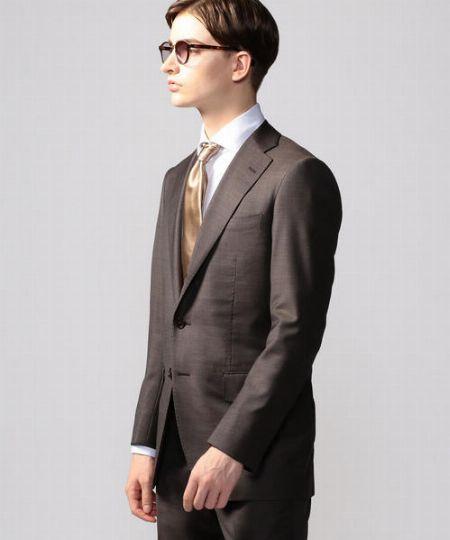 ビズスタイルの幅を広げたいなら、ブラウンスーツに頼るのが1番