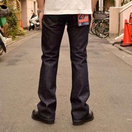 『児島ジーンズ』21オンス ブーツカットデニム