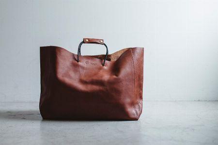 財布同様、豊富なバリエーションと圧倒的なクオリティで展開される「素材」