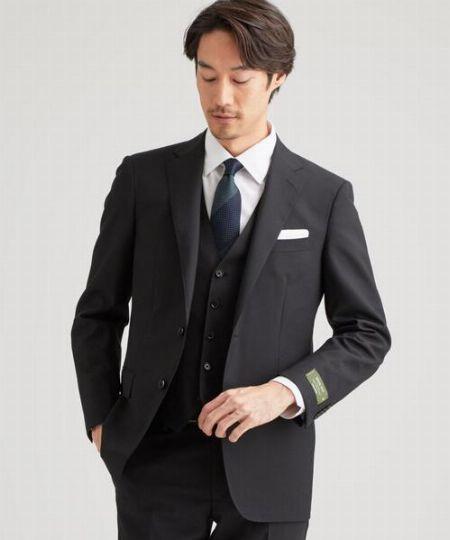 1着は持っていたい。クールでスタイリッシュなブラックスーツが人気です