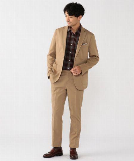 ネイビーやグレーとは違う、ベージュのスーツの魅力とは
