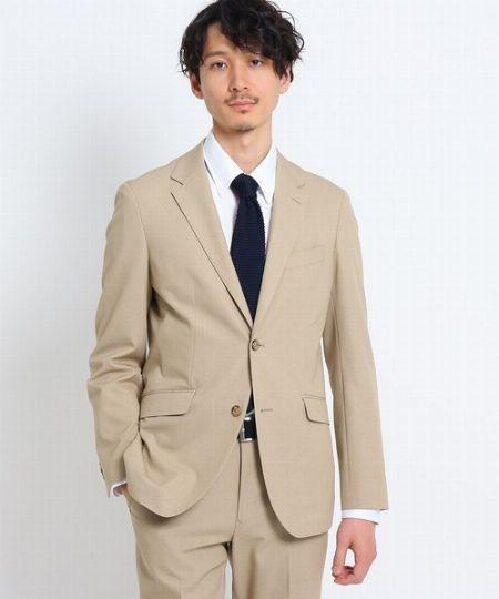 ビジネスシーンでもベージュのスーツはアリ?