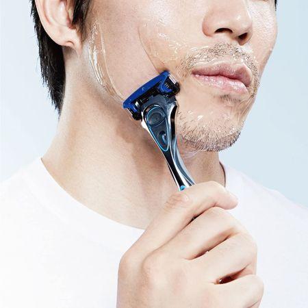 髭剃りに何を使っていますか? T字カミソリと電気シェーバー、その使い分け