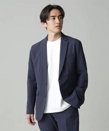 ビジネスマンの新定番。スーツのインナーにTシャツを