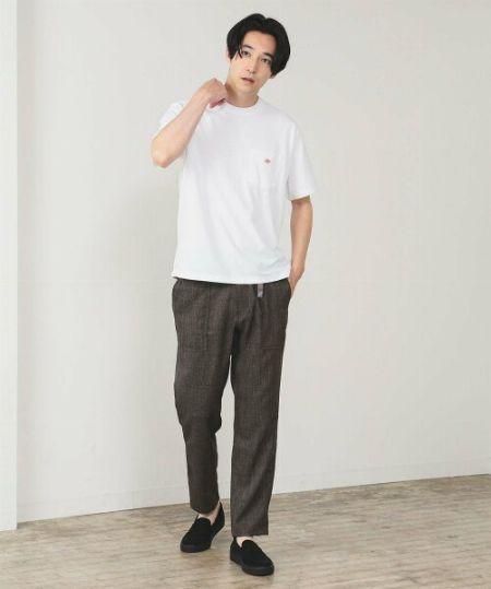 『ダントン』のTシャツは、こんな風に着るのがおしゃれ