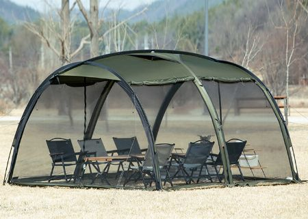 カマボコ型テントは「便利!」