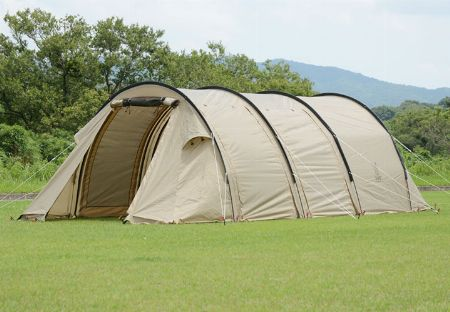 キャンプ場で増えている「カマボコ型テント」とは?