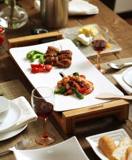 真っ白なプレートが食卓に映える『プリンセス』のテーブルグリル ピュア