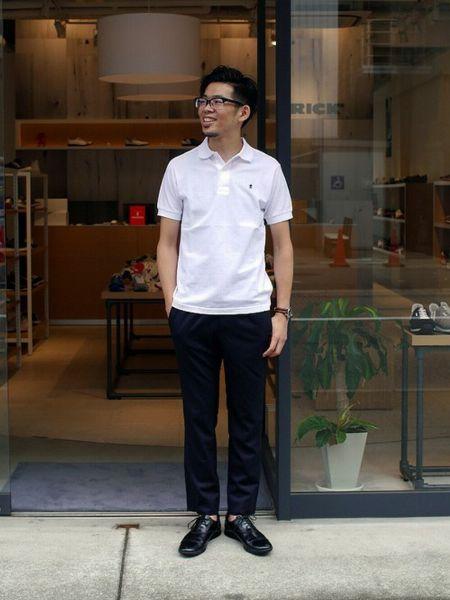 クールビズに必須のポロシャツ。人気は白・黒・ネイビーの3色