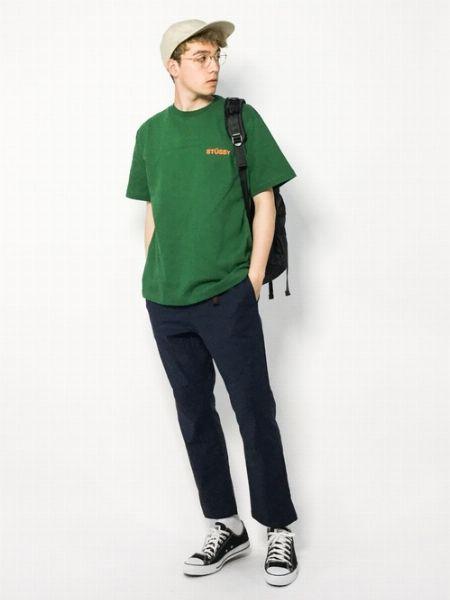 『ステューシー』のTシャツは、こんな風に着るのがおしゃれ