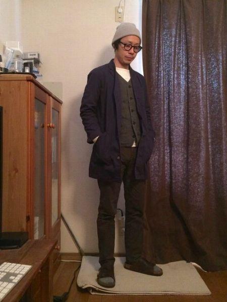 ダークトーンでまとめた洒脱なジャケットスタイル