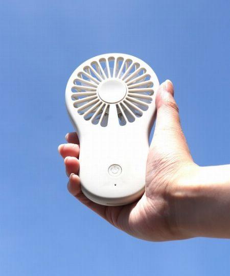 オンシーズンには完売も。屋外でも使えるハンディ扇風機が人気